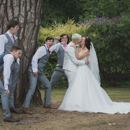 Oooooh kissy kissy by Vix Paine - Wedding Groups ( groomsmen, kiss, kissing, fun., wedding, fun, bride, ceremony, groom )