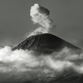 Semeru Mountain by Yoga Pratama - Landscapes Mountains & Hills ( indonesia )