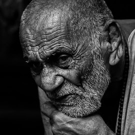 charm of aging by Ankit Singh Negi - People Portraits of Men ( #charmofaging, #portrait, #streetphotography, #delhi, #oldage )