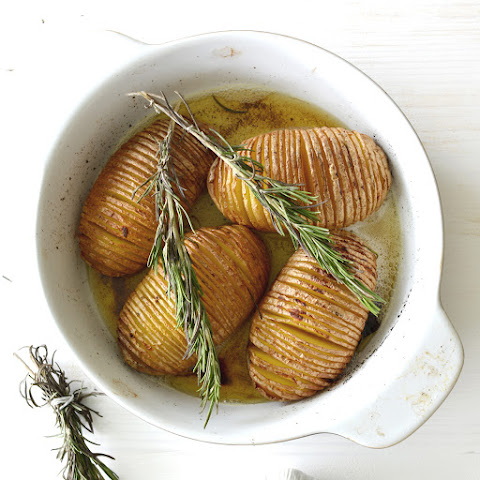 Garlic and Rosemary Roasted Hasselback Potatoes
