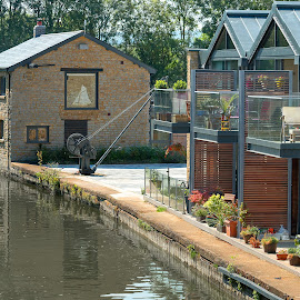 Canalside ... by Jackie Matthews - Buildings & Architecture Homes ( home, houses, grand union canal, waterscape, marsworth, canal )