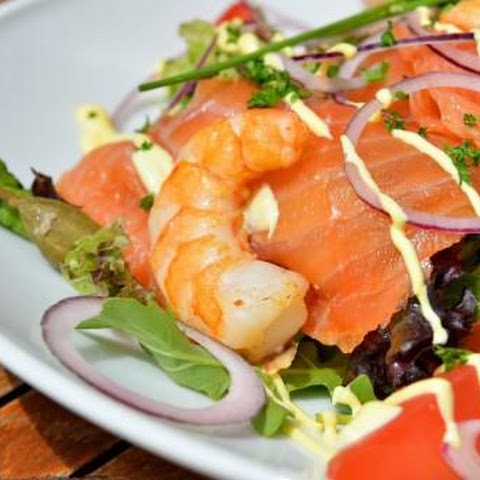 Salad With Salmon And Shrimp