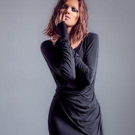 Najwa by Amine Fassi - People Fashion ( studio, flash, fashion, hamza guelmouss, elle rising stars, rock, yasmine benaboud, morocco, people, portrait, mode, casablanca, najwa sabbar, grunge, aminefassi, africa, black, maroc )