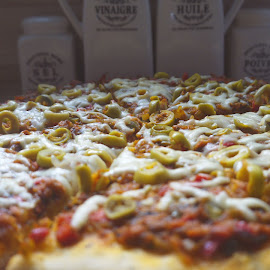 Picture PIZZA by Soufiane Hasnaoui - Food & Drink Plated Food ( photography food, food, food shots, pizza, food photography )