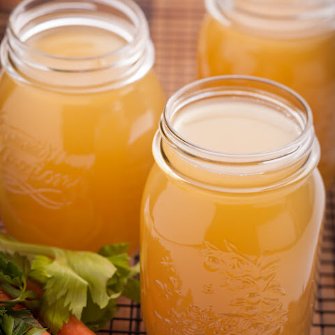 Homemade Chicken Broth (Bone Broth)