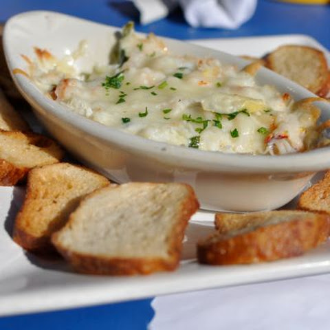 Hot and Creamy Crab and Artichoke Dip