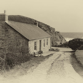 Ye Olde cornish cottage by Cornish Nige  - Landscapes Beaches ( cliffs, old house, beach, building, sea )