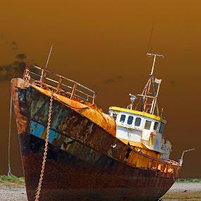 Seen better days 2 by Wilson Beckett - Transportation Boats (  )