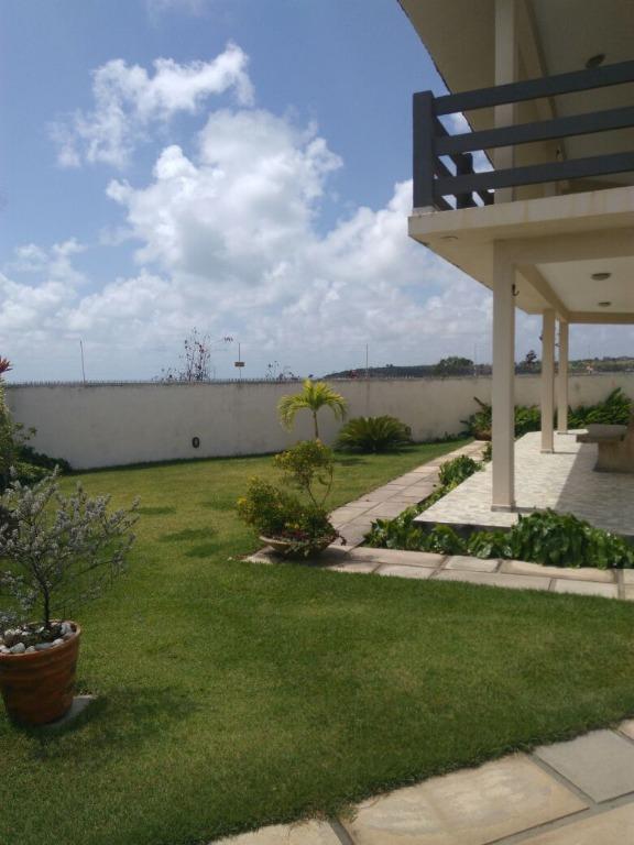 Duplex lindo em Praia Bela, vista mar, piscina e churrasqueira.