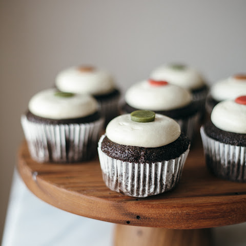 Chocolate Cupcakes With Bailey's Cream Cheese Frosting