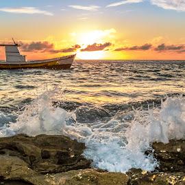 Dawn with boat and splash by Rqserra Henrique - Landscapes Waterscapes ( brazil, dawn, nature, splash, natal, rqserra, wave, morning, boat, rocks, sun )