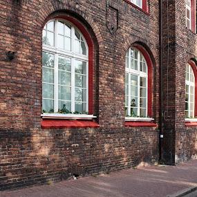 Nikiszowiec 04 - kontrasty by Marek Rosiński - Buildings & Architecture Public & Historical ( boulevard, historic district, road, street, historic building, avenue, alley, pedestrian walkway, old architecture )