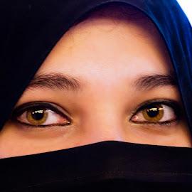 Intoxicating eyes by Sara  Ali - People Body Parts ( female eyes, lovely, asian woman, hijab, muslim women, eyes )