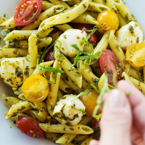 This is Healthy, Quick, and Easy Caprese Pesto Penne