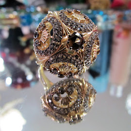 A ring fit for a queen by Maricor Bayotas-Brizzi - Artistic Objects Jewelry