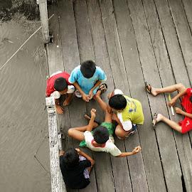 Kumpul Bocah by Mulawardi Sutanto - Babies & Children Children Candids ( anak2, sambas, keraton, main, riverside, travel, indonesia )