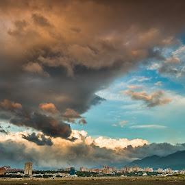 雲是眼、雨是淚,天空是一張多變的臉 by Gary Lu - Landscapes Cloud Formations ( gary lu, cound formations )