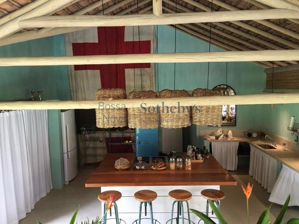 Casa na praia com ares de campo no condomínio  Rio da Barra, Trancoso.