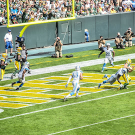 Jordy Nelson Tochdown Catch by Jason Lockhart - Sports & Fitness American and Canadian football ( jordy nelson, football, touchdown, detroit lions, lambeau field, green bay packers )