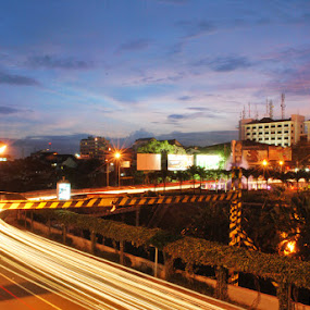 by Muhamad Ezza Setiawan - City,  Street & Park  Vistas