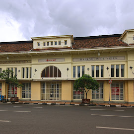 Warenhuis de Vries by Mulawardi Sutanto - Buildings & Architecture Public & Historical ( asia africa, indonesia, historical, travel, old building, bandung )