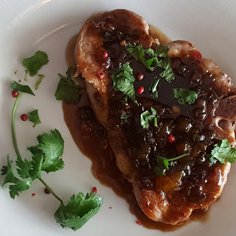Peppered Pork Chops with Peach-Vinegar Glaze