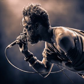 Saul Williams (New processing) by Stéphane zOz - People Musicians & Entertainers ( concert, zoz, alternative, rap, singer, rock, festival, spectacle, portrait, electro, live )