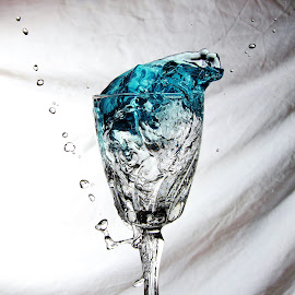 Clear blue glass by Peter Salmon - Artistic Objects Glass ( clear, water, splash, blue, glass )