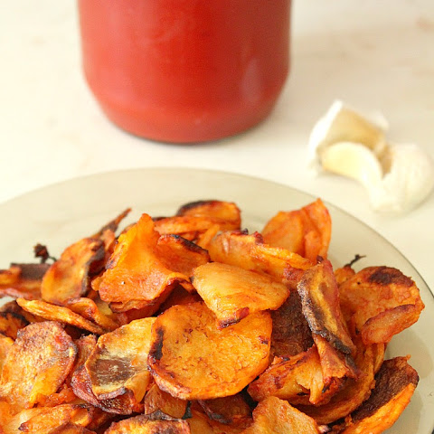 Baked Homemade garlic and tomato sauce potato chips