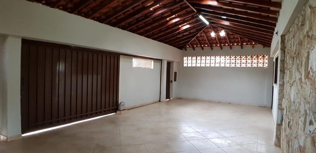 Casa com quartos para Alugar, 222 m²
