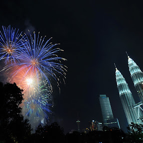 Firework at KLCC by Mohammad Fairuz - Abstract Fire & Fireworks ( klcc, light trail, firework, night )