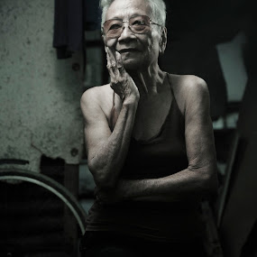 Mamang by Siriel Maulit - People Fine Art ( gritty, old woman, portrait )