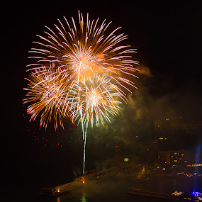 fireworks to monaco by Cédric Nouvel - Abstract Fire & Fireworks