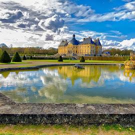 Vaux le Vicomte castle by Radu Eftimie - Buildings & Architecture Public & Historical ( lake, castle, france, vaux le vicomte, mirrorings,  )