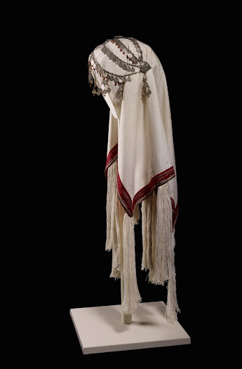 It was worn for fetching the first water for use in the bride's new home, and later for special occasions.