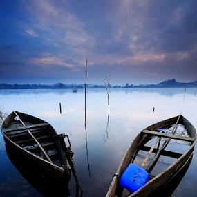 Brothers by Rui Catarino - Landscapes Sunsets & Sunrises ( boats, pateira de fermentelos, lake, sunrise, lagoa )