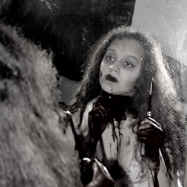 HORROR 005 by Elizabeth Liversage - Public Holidays Halloween