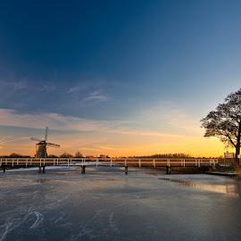 Winter in Kinderdijk. by Leen Bilt Van Der - Landscapes Sunsets & Sunrises ( winter, kinderdijk, contest, sunlight, netherlands,  )