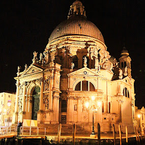 Venise - Santa Maria della Salute by Gérard CHATENET - Buildings & Architecture Places of Worship