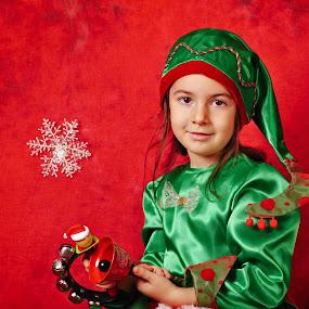 Santa's helper by Nicu Buculei - Babies & Children Child Portraits ( xmas, christmas, children, kids, elf, portrait,  )