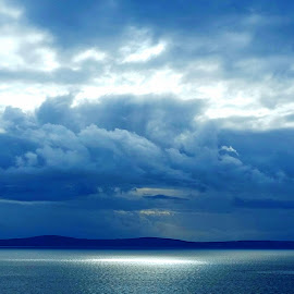 Search of light by Natalia Tafra Bazina - Landscapes Weather ( clouds and sea, horizon, sea, view, storm, island )