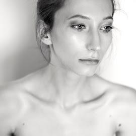 Morning by Cassandra G - Nudes & Boudoir Artistic Nude ( body, nude, female, gracia, woman, akt, sensuality, zmysły, sensual )