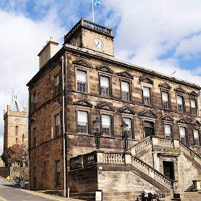 Linlithgow Town Hall by Mike Hawkwind - Novices Only Landscapes