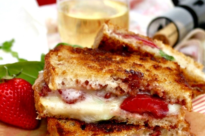 Strawberry Balsamic Brie Grilled Cheese