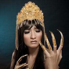 The claws of Cleopatra by Andri Priambada - People Fashion ( fashion, cleopatra, crown, woman, beauty, claws )