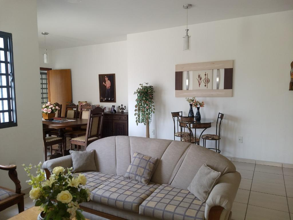 Casa com 3 dormitórios para alugar, 360 m² - Bela Vista - Jundiaí/SP