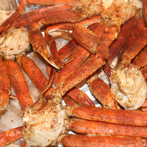 Baked Crab Legs with Creamy Garlic Butter Sauce