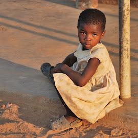 Waiting for sunset by Tomasz Budziak - Babies & Children Child Portraits ( girl child, girl, child portrait, africa, portrait )