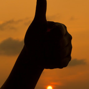 Thumbs up  by Mohamad Sa'at Haji Mokim - People Body Parts ( hand, body part, sunset, pwchands, thumbs up )