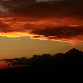 Volcano and clouds by Cristobal Garciaferro Rubio - Landscapes Weather ( clouds, popocatepetl, smoking volcano )